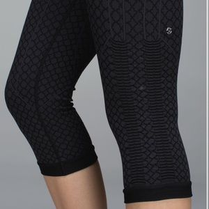Lululemon In The Flow  Crops Black Grey